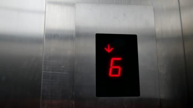 vídeos y material grabado en eventos de stock de 4 k : led mostrar en un ascensor - números