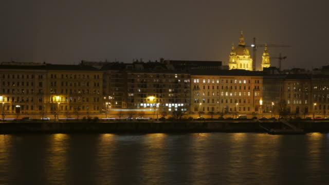 vídeos y material grabado en eventos de stock de 4 k: vida nocturna en el centro de la ciudad de budapest, hungría, time-lapse movimiento - cultura húngara