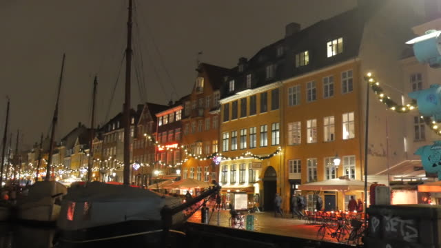 4k:nyhavn in copenhagen, denmark at night time - dusk stock videos & royalty-free footage