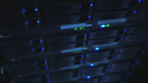 vídeos y material grabado en eventos de stock de 4 k: grupo operativo de servidor farm - luz led