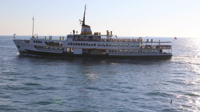 stockvideo's en b-roll-footage met 4k:passenger schip, istanbul - ferry
