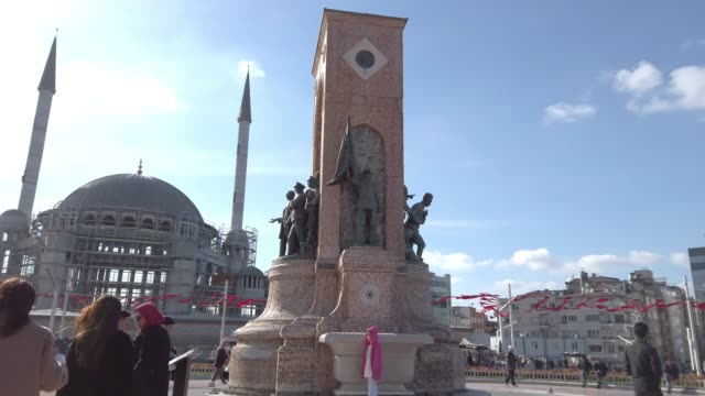 4k:republic monument taksim square istanbul - istanbul stock videos & royalty-free footage