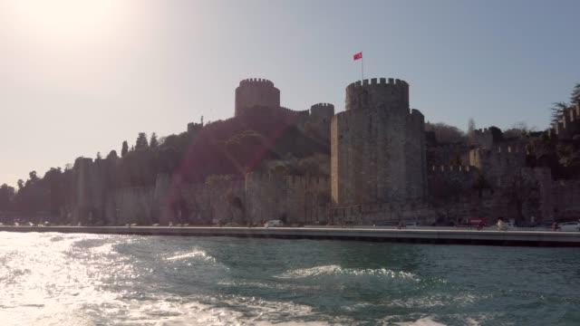 4k:fortezza rumeli, istanbul, turchia - surrounding wall video stock e b–roll