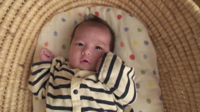 4 K 、セレクティブフォーカスショット日本の新生児ます。