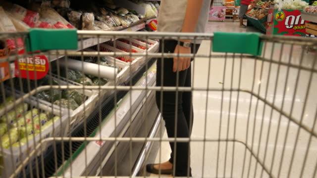 4 k : fazer compras e escolher alimentos