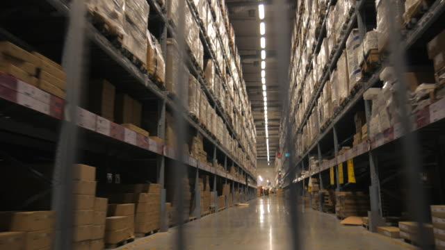 4 K :  Einkaufsmöglichkeiten zu Fuß durch große Lager Speichern