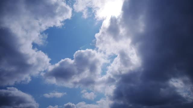 4K:Sky Molnigt med time-lapse video rörelse