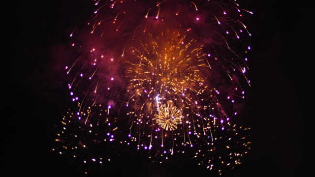 4K:Spectacular golden firework display, New Year celebrations