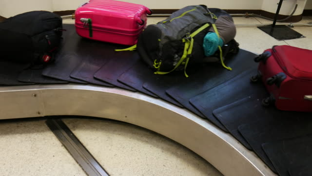 4K:suitcases on a luggage band on the airport