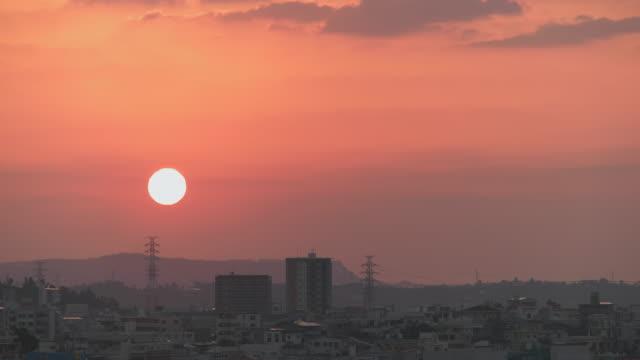 4K, soluppgång över staden.