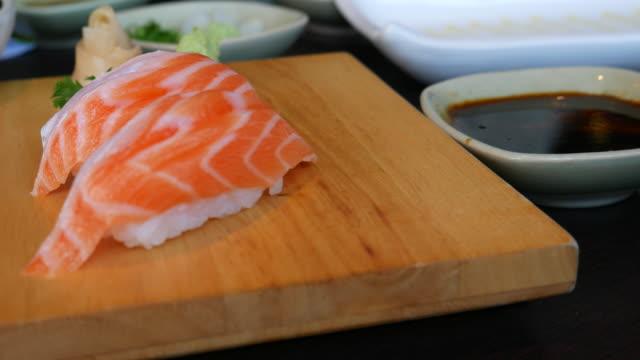4K:The Correct Way to eat Sushi