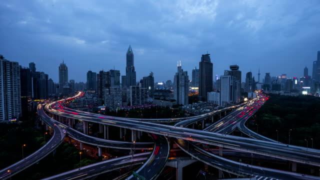 vídeos y material grabado en eventos de stock de 4k-lapso-tráfico de la autopista urbana de shangai de noche - luz trasera