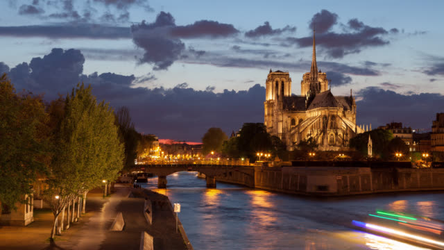 4k:timelapse notre dame cathedral at dusk in paris, france - notre dame de paris stock videos and b-roll footage