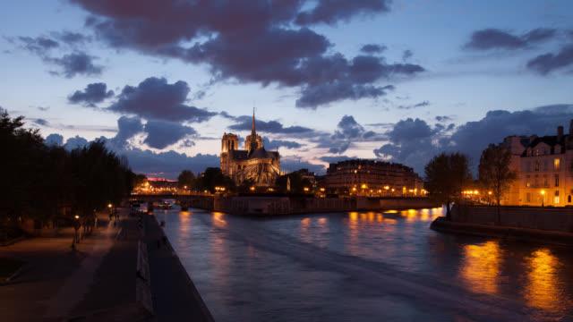 4K:Timelapse Notre Dame Cathedral at dusk in Paris, France