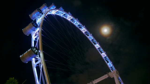 4K:Timelapse of Ferris Wheel and the moon
