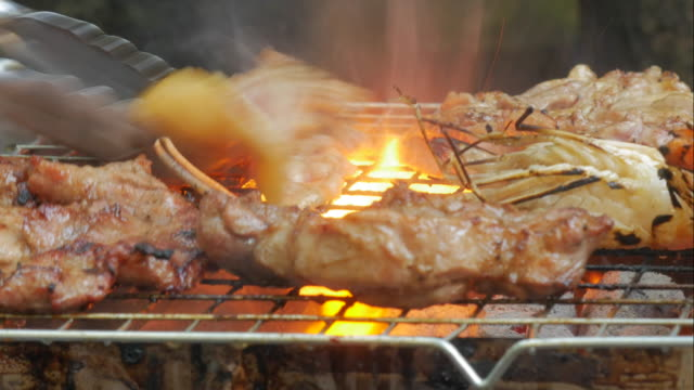 4K:Timelapse of Meat and Prawn grilled