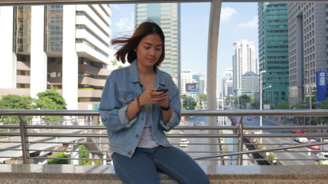 4K:Young Woman Using Smartphone , Slider Panning