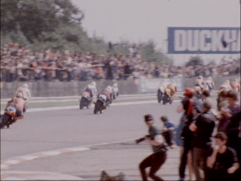 500cc grand prix at silverstone won by randy mamola; england: northamptonshire: silverstone circuit: ext start of 500cc race r-l bv motorbikes around... - northamptonshire stock videos & royalty-free footage