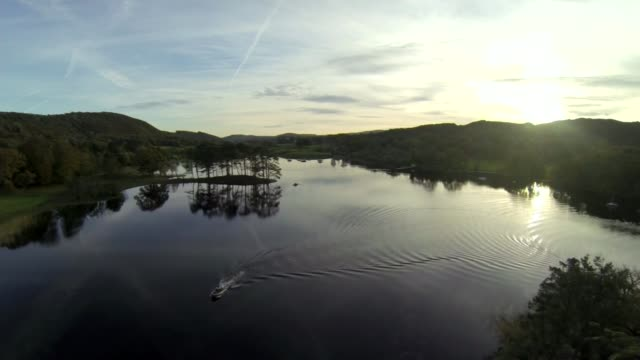 stockvideo's en b-roll-footage met 50th anniversary of bluebird crash marked by daughter of donald campbell air view drone footage lake coniston - 50 jarig jubileum