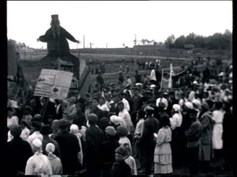 vidéos et rushes de montage 5th anniversary of liberation from kolchak's army demonstration children marching people holding banners pictures and slogans waving lenin's... - 1924