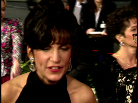 stockvideo's en b-roll-footage met mercedes ruehl speaking to reporter on the red carpet saying surreal excited - designerkleding
