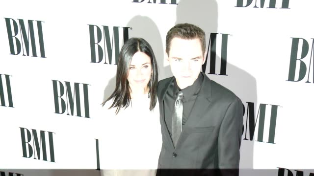 vídeos de stock, filmes e b-roll de clean 64th annual bmi pop awards at the beverly wilshire four seasons hotel on may 10 2016 in beverly hills california - four seasons hotel