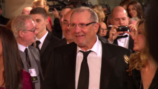 vidéos et rushes de 69th golden globe awards arrivals: hd: ed o'neill & wife catherine rusoff walking down the red carpet smiling at the beverly hilton hotel - the beverly hilton hotel