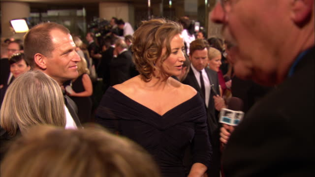 vídeos de stock, filmes e b-roll de 69th golden globe awards arrivals hd mcu zi cu janet mcteer talking to reporter on the red carpet at the beverly hilton hotel - janet mcteer