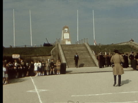 vidéos et rushes de 6jun1969 montage june 6 ceremonies officers of allies laying of flowers / france - écriture européenne
