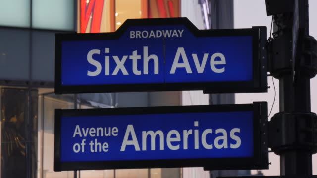 vídeos y material grabado en eventos de stock de 6th avenue & americas sign, manhattan, new york city, new york, usa, north america - señal de nombre de calle