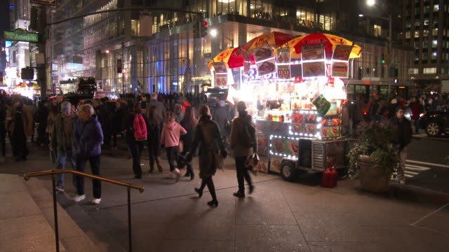 6th Avenue Tourists & Holiday Shoppers (Christmas Season)
