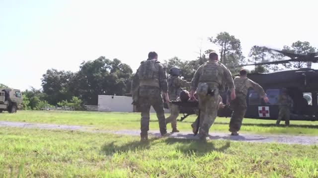 vidéos et rushes de 6th civil engineer squadron explosive ordnance disposal flight conduct their counter-ied semi-annual training with 927th aeromedical staging squadron... - secouriste