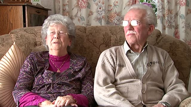 vídeos de stock, filmes e b-roll de 70th anniversary of ve day: story of ve day sweethearts; lancashire: int betty axon and cyril axon interview sot - axônio