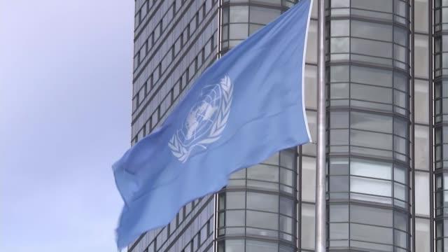 issue of civil war in syria usa new york un building un flag - 国際連合点の映像素材/bロール