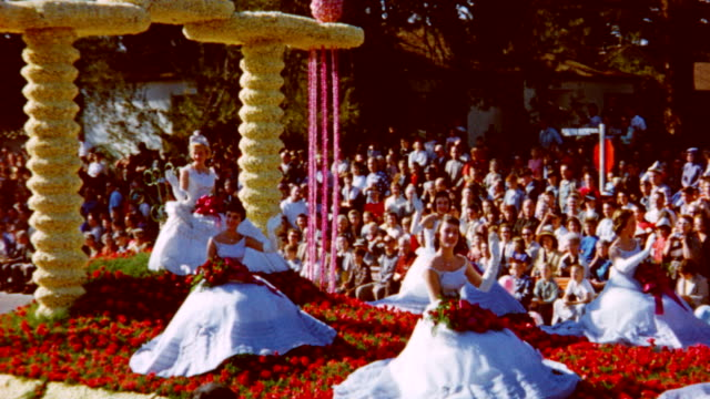 vídeos de stock, filmes e b-roll de 70th tournament of roses at parade on january 01 1959 in pasadena california - dia do ano novo