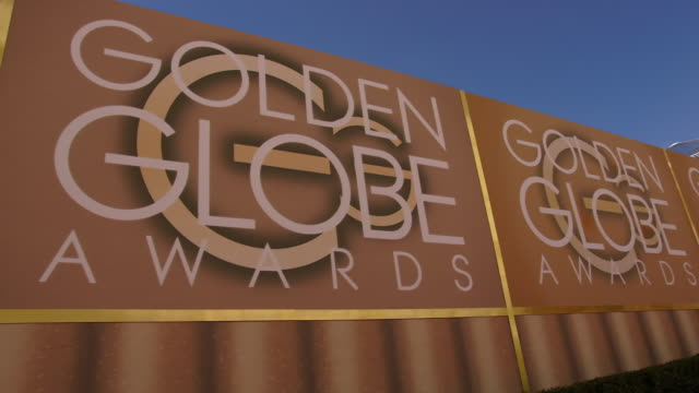 atmosphere 74th annual golden globe awards arrivals at the beverly hilton hotel on january 08 2017 in beverly hills california 4k available contact... - atmosfär råmaterial bildbanksvideor och videomaterial från bakom kulisserna