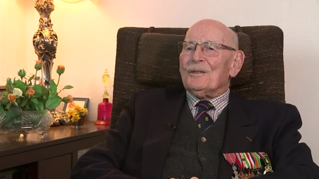 75th anniversary of dunkirk marked capt alan gilbert interview sot kent ramsgate ext reporter to camera - itvイブニングニュース点の映像素材/bロール