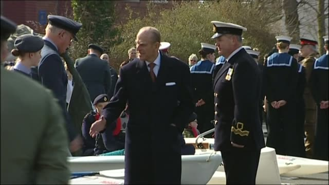 vídeos y material grabado en eventos de stock de wwii 75th anniversary of the battle of britain lib / t11031034 england devon exeter wyvern barracks prince philip talking with female sea cadets... - devon