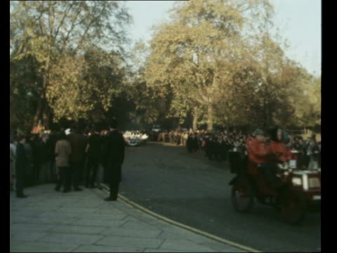 75th annual london to brighton old crocks run; england: london: hyde park: ext 1894 benz velo along past crowd 1895 lawson steamer along past crowd... - curiosity stock videos & royalty-free footage