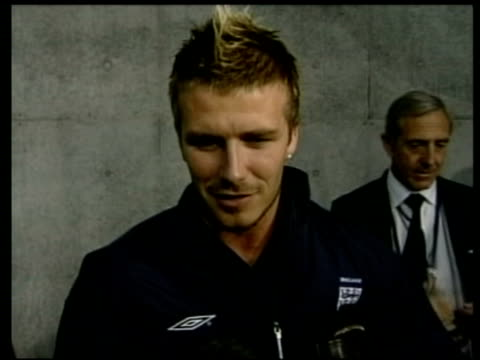 vídeos de stock e filmes b-roll de jun-2002 montage david beckham interview after england victory over argentina; danny mills interview / sapporo, japan / audio - 2002