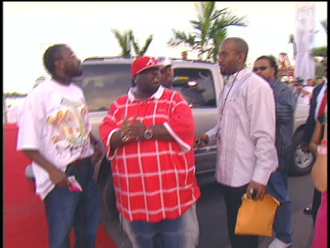 stockvideo's en b-roll-footage met 8ball and mjg arriving to the 2004 mtv video music awards red carpet. - 2004