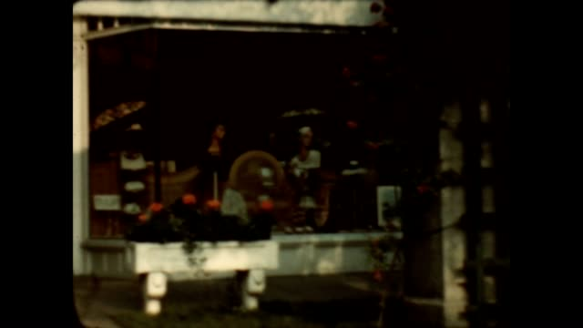 8mm home movie of cape ann shopping from the late 1930's. - 1930 1939点の映像素材/bロール
