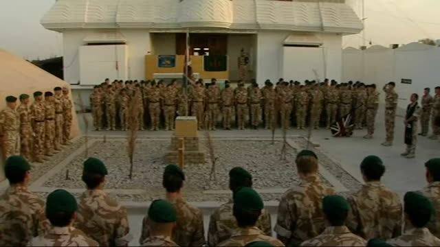 vídeos de stock e filmes b-roll de 90th anniversary of armistice day: remembrance day commemorations; afghanistan: helmand province: sangin: ext british soldiers returning to sangin... - acampamento base