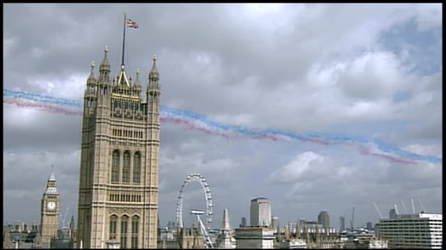 Red Arrows flypast over Westminster ENGLAND London Westminster EXT Houses of Parliament with Victoria Tower in f/g as Big Ben strikes 100pm and Red...