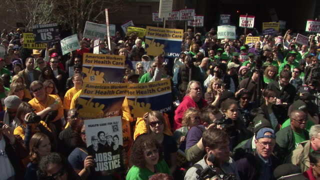 vidéos et rushes de 9mar2010 ms ha pan health care reform demonstration protest march to hotel where insurers were holding conference / washington dc usa / audio - 2010