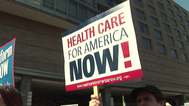 vidéos et rushes de 9mar2010 montage health care reform demonstration protest march to hotel where insurers were holding conference / washington dc usa / audio - 2010