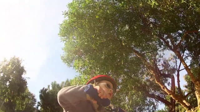 pov of a boy riding a scooter at a park crashes. - model released - 1920x1080 - hd - misfortune点の映像素材/bロール