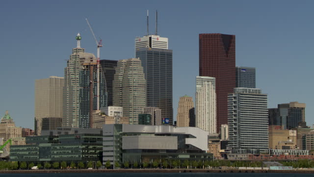 cu of a cluster of skyscrapers on the toronto canada skyline.   - ontariosee stock-videos und b-roll-filmmaterial