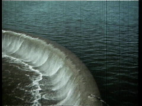 1966 pan a dam on the cuyahoga river / ohio, united states - fiume cuyahoga video stock e b–roll