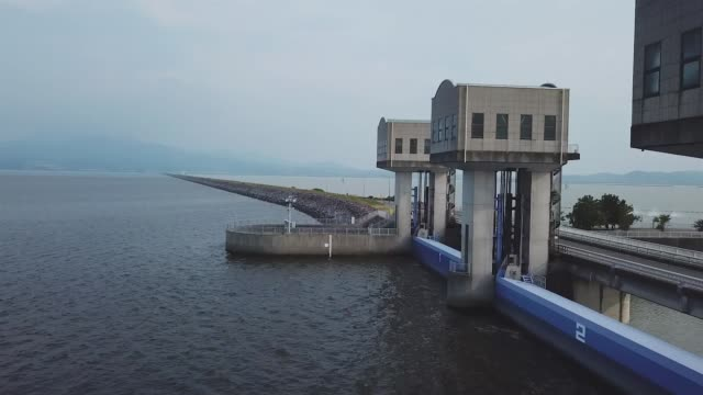 a floodgates of the isahaya bay dike in nagasaki japan a wide area of tidal land disappeared after the government in 1997 closed a wall of floodgates... - bacino idrico video stock e b–roll